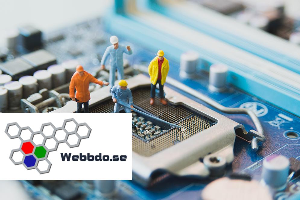 Bild på processor med plastgubbar samt Webbdo logotyp.